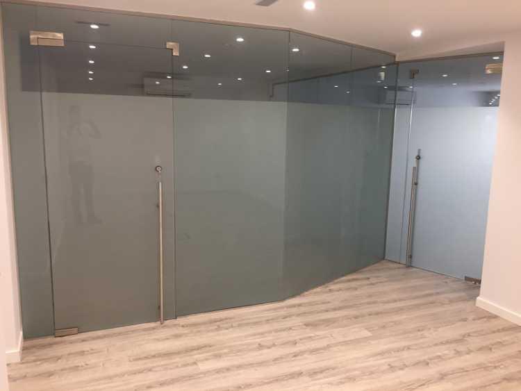 Vidrio design madrid todo en vidrio de dise o for Cerramientos para oficinas